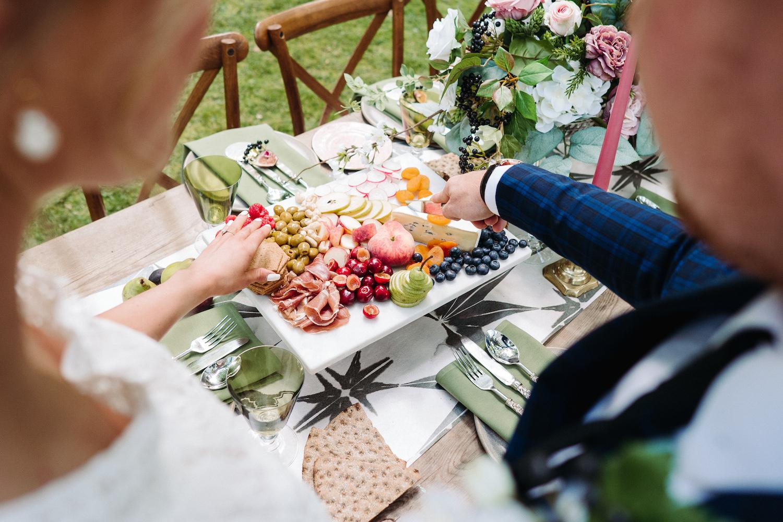 garden-wedding-sharing-platters