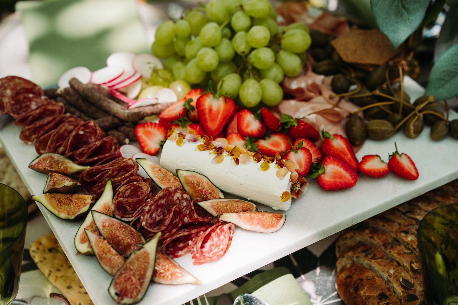 garden-wedding-with-sharing-platters