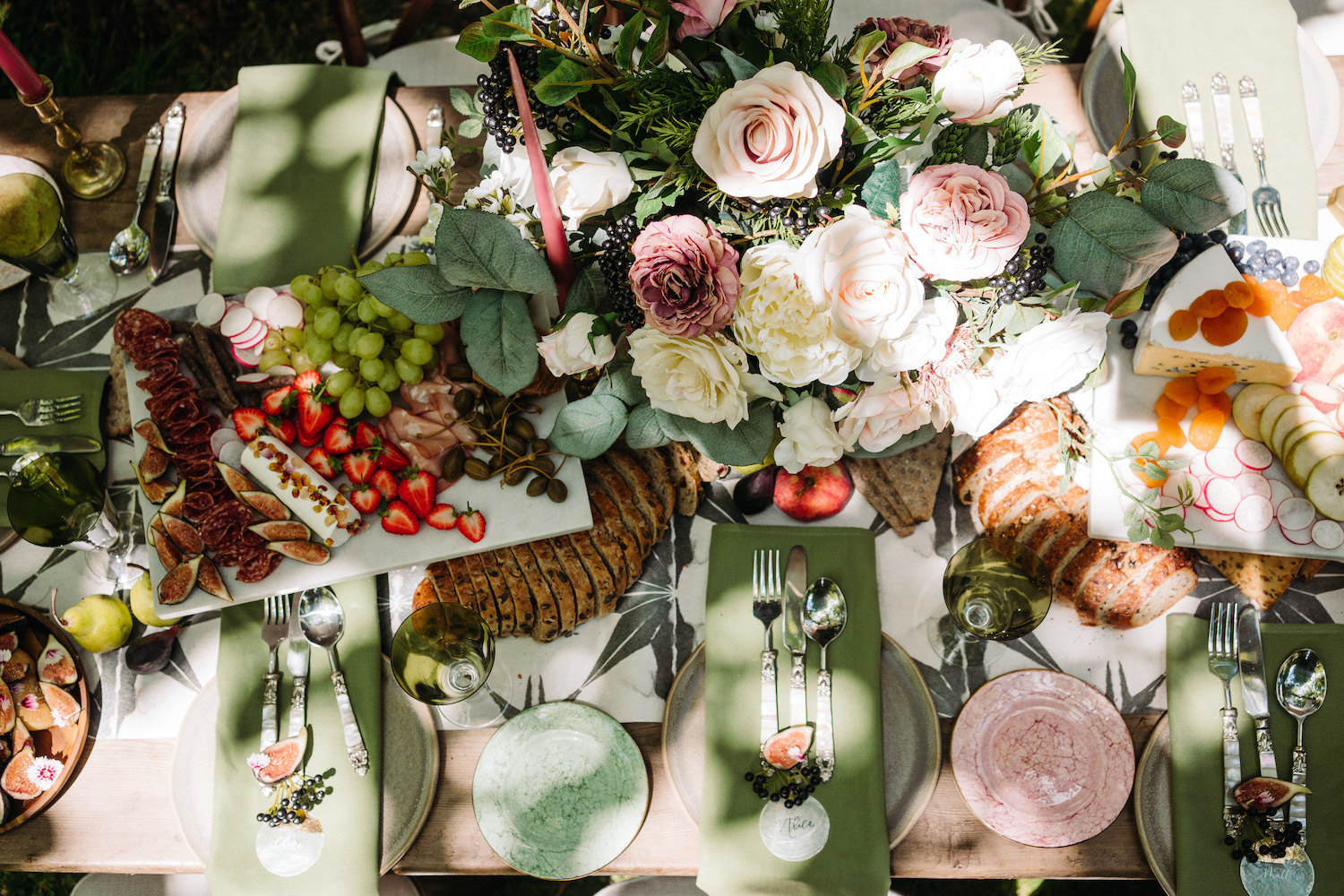 table-décor-with-sharing-platters