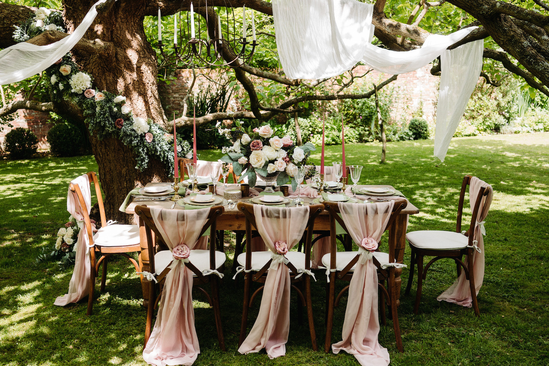 walled-garden-wedding-reception